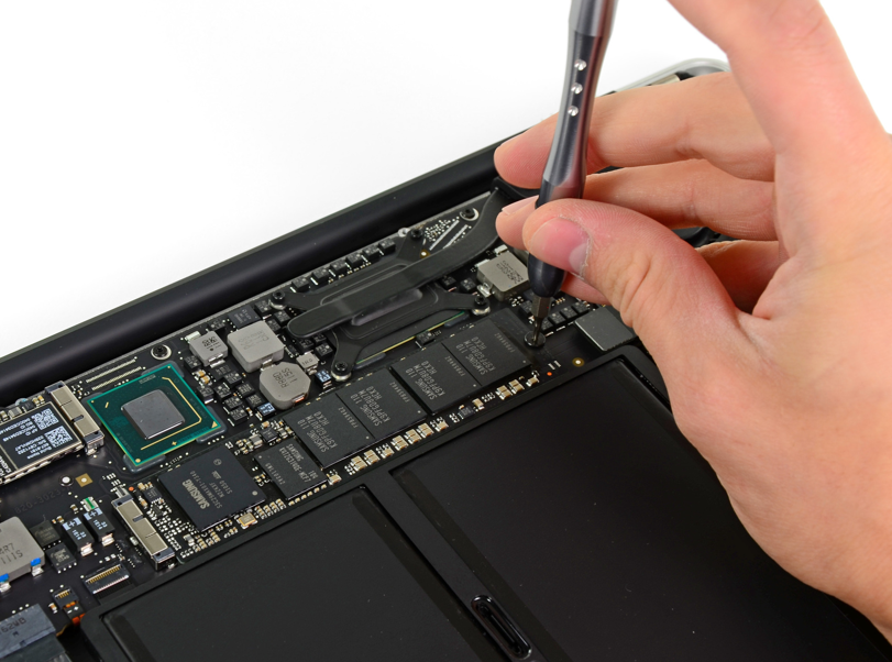 New MacBook Air opened up: SSDs not soldered to the