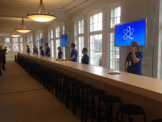 Apple-Store-Amsterdam-genius-bar