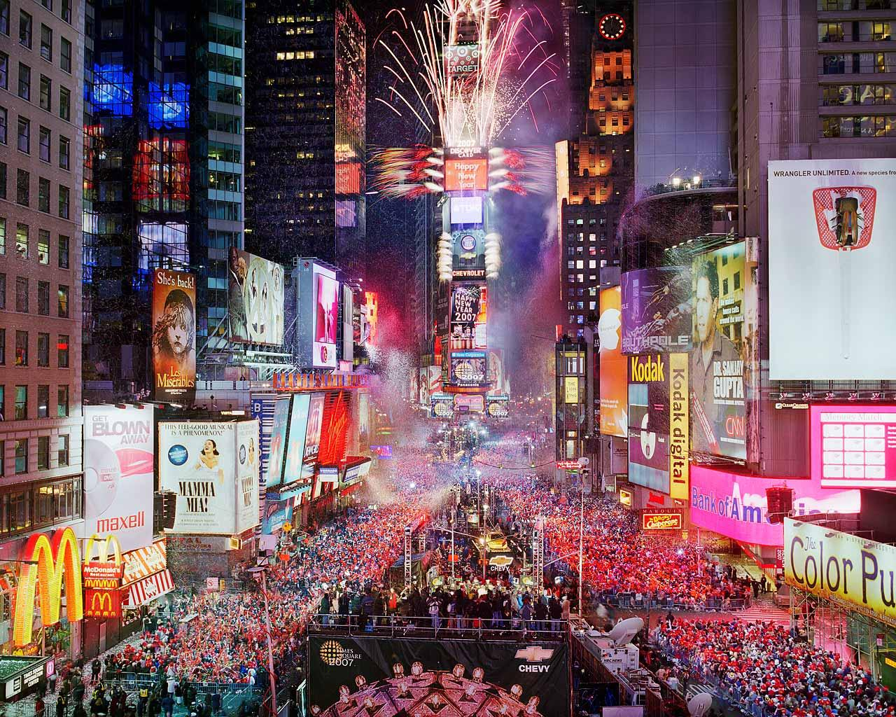 new-years-eve-photo-by-countdown-entertainment-llc_4388468_lrg