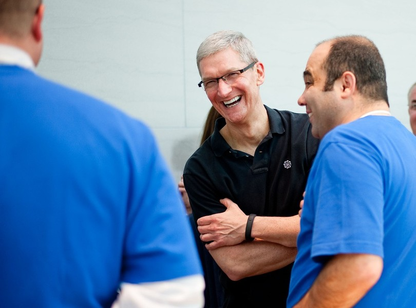 Cook at Palo Alto Apple Store (Getty Images)