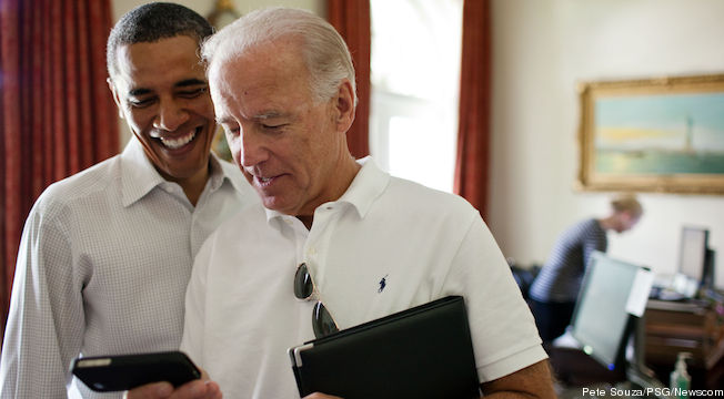 President Obama and Vice President Biden with an iPhone