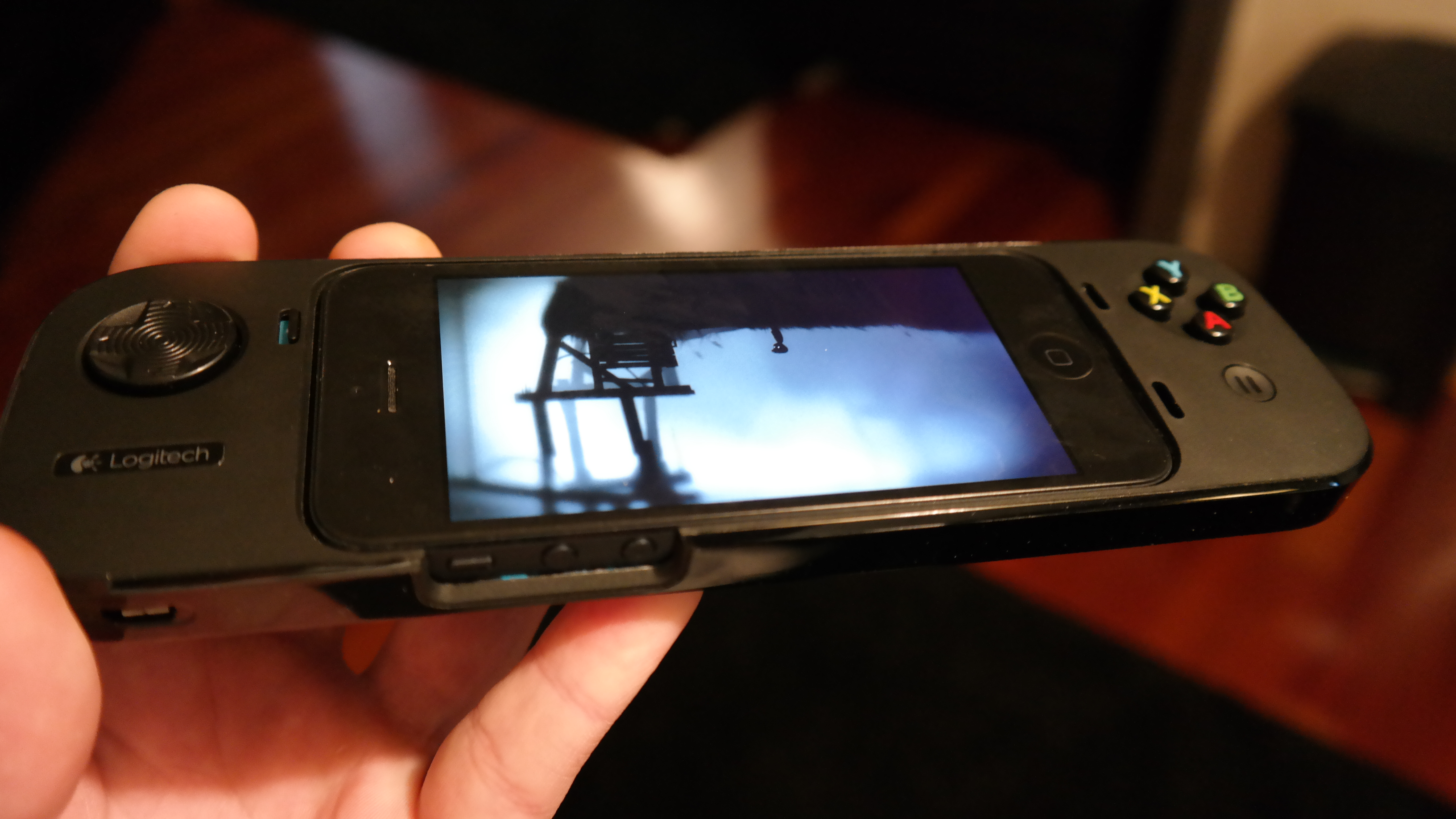 Review: Logitech PowerShell iPhone controller has game if developers