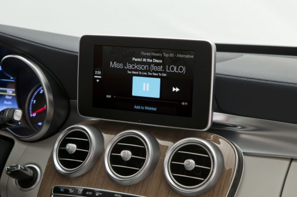 Mercedes-Benz gives us a look at Apple's CarPlay in new C-Class