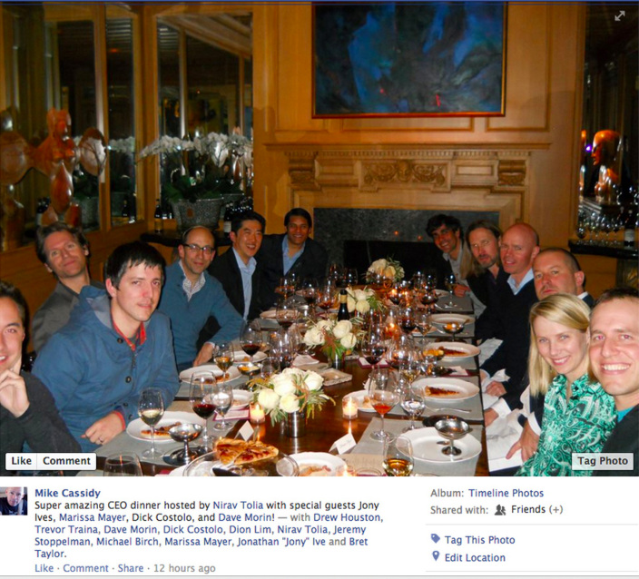 Jony Ive and Marissa Mayer eat pizza with other industry executives