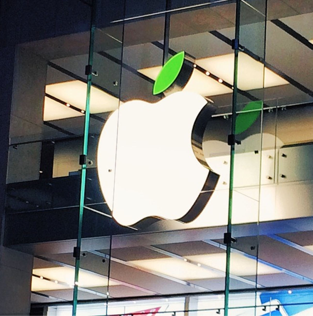 Apple Store logo leaves start going green in honor of Earth Day