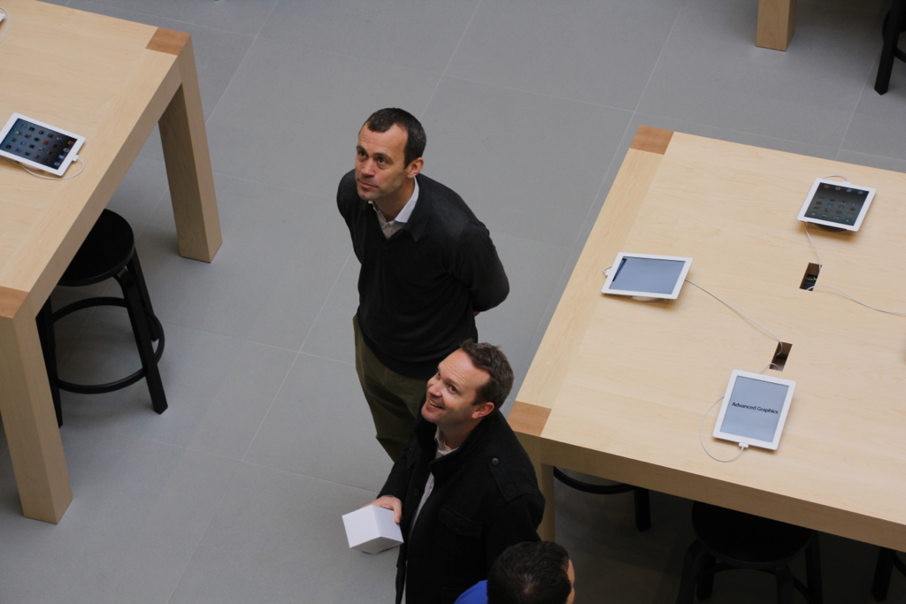 John Browett visiting Apple Store