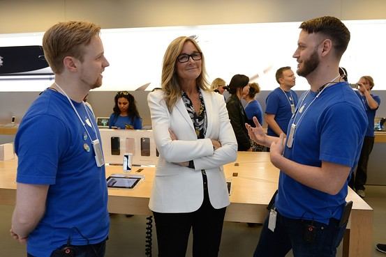 Angela Ahrendts Sydney iPhone 6