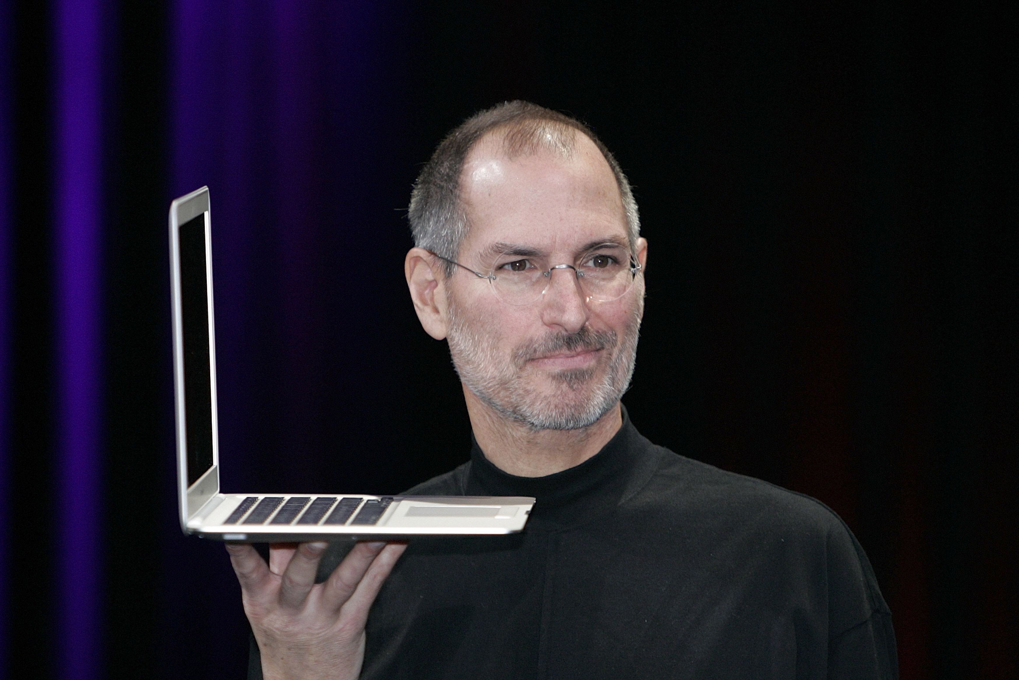 Jobs introducing MacBook Air at Macworld 2008