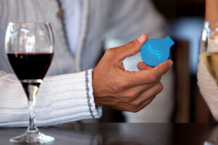 breathometer-breeze-bluetooth-breathalyzer-wine-image