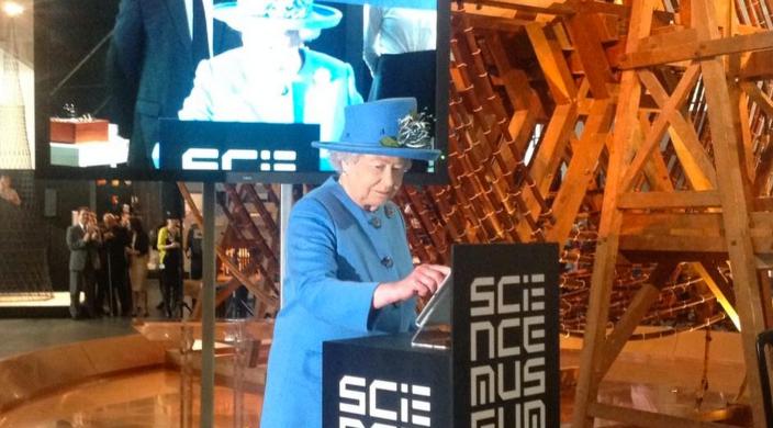 Queen-Elizabeth-II-iPhone-tweet