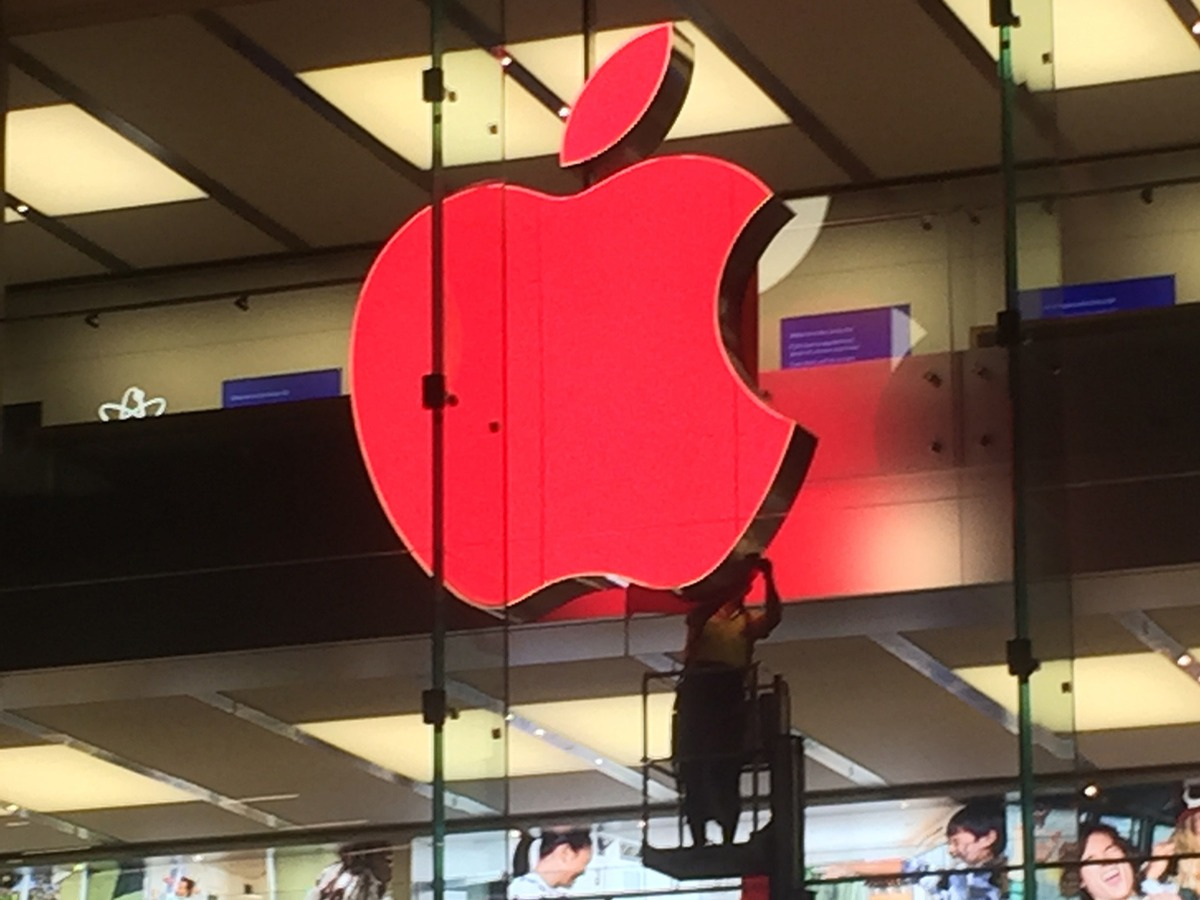 (RED) Apple Store logo