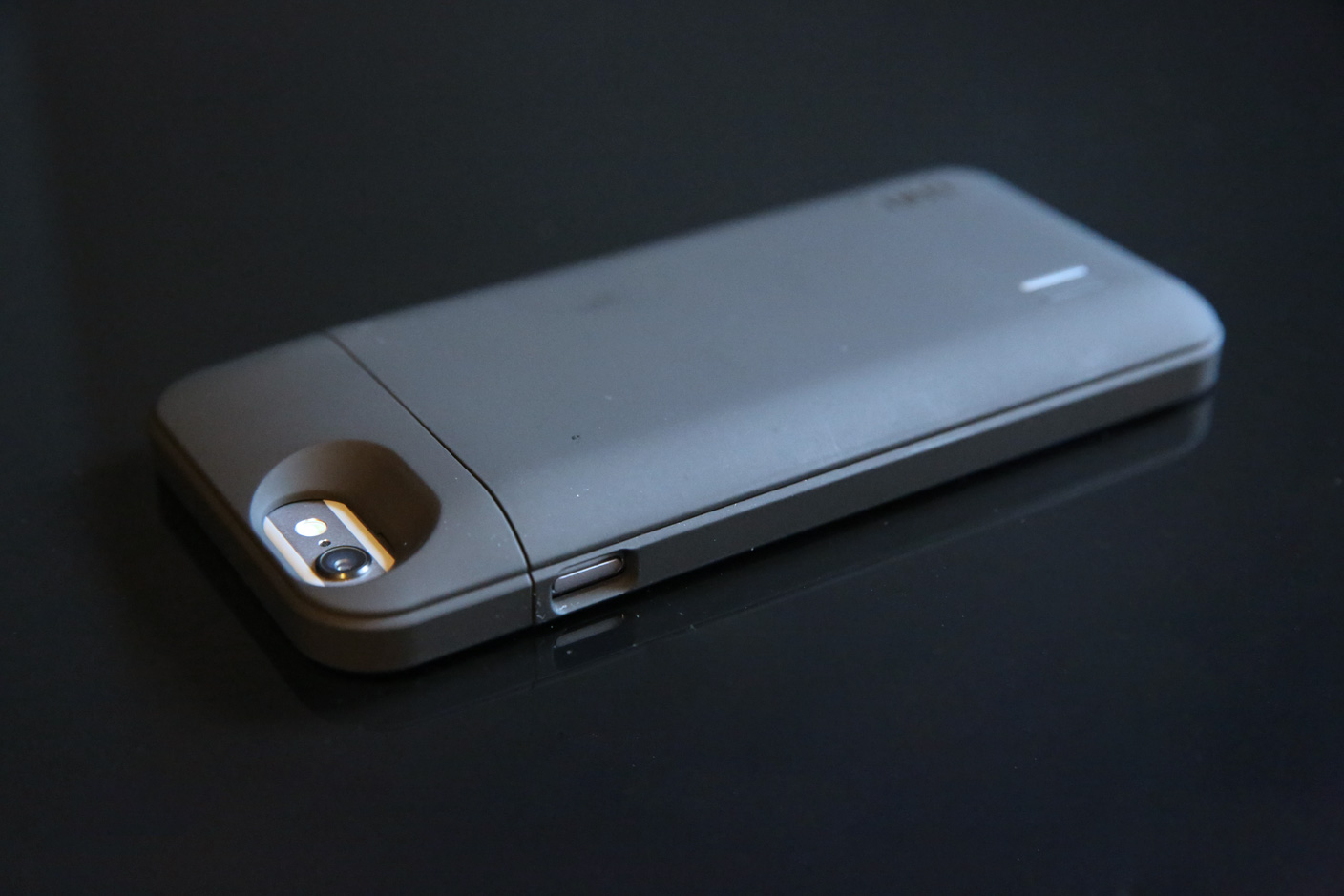quality design 23acf 4c7b2 Review: uNu's DX-6 battery case more than doubles the iPhone 6's ...