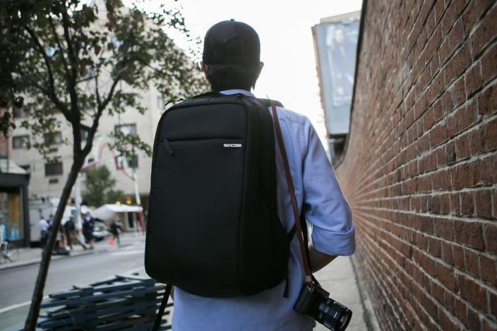 incase-backpack-black