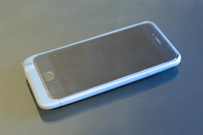 hot sale online 6019e b5570 Review: iBattz' Refuel Invictus battery case lets you swap 3200mAh ...