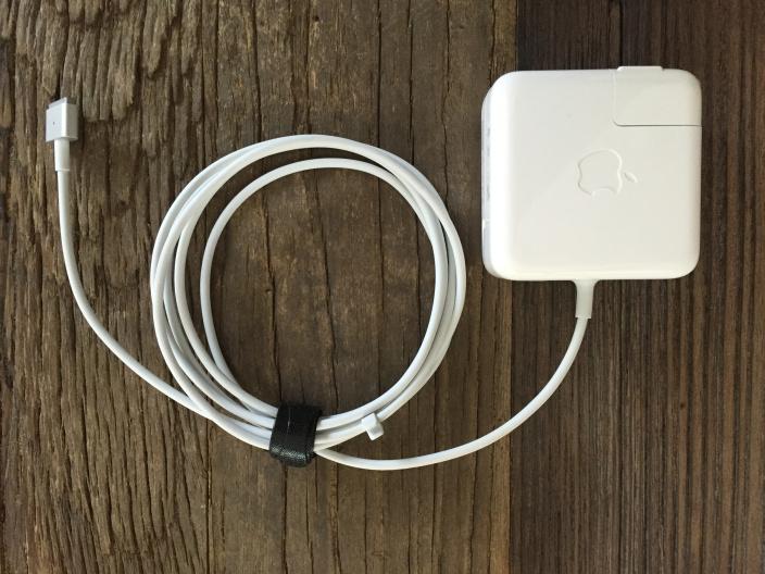 velcro-cable-tie-macbook-power-adapter