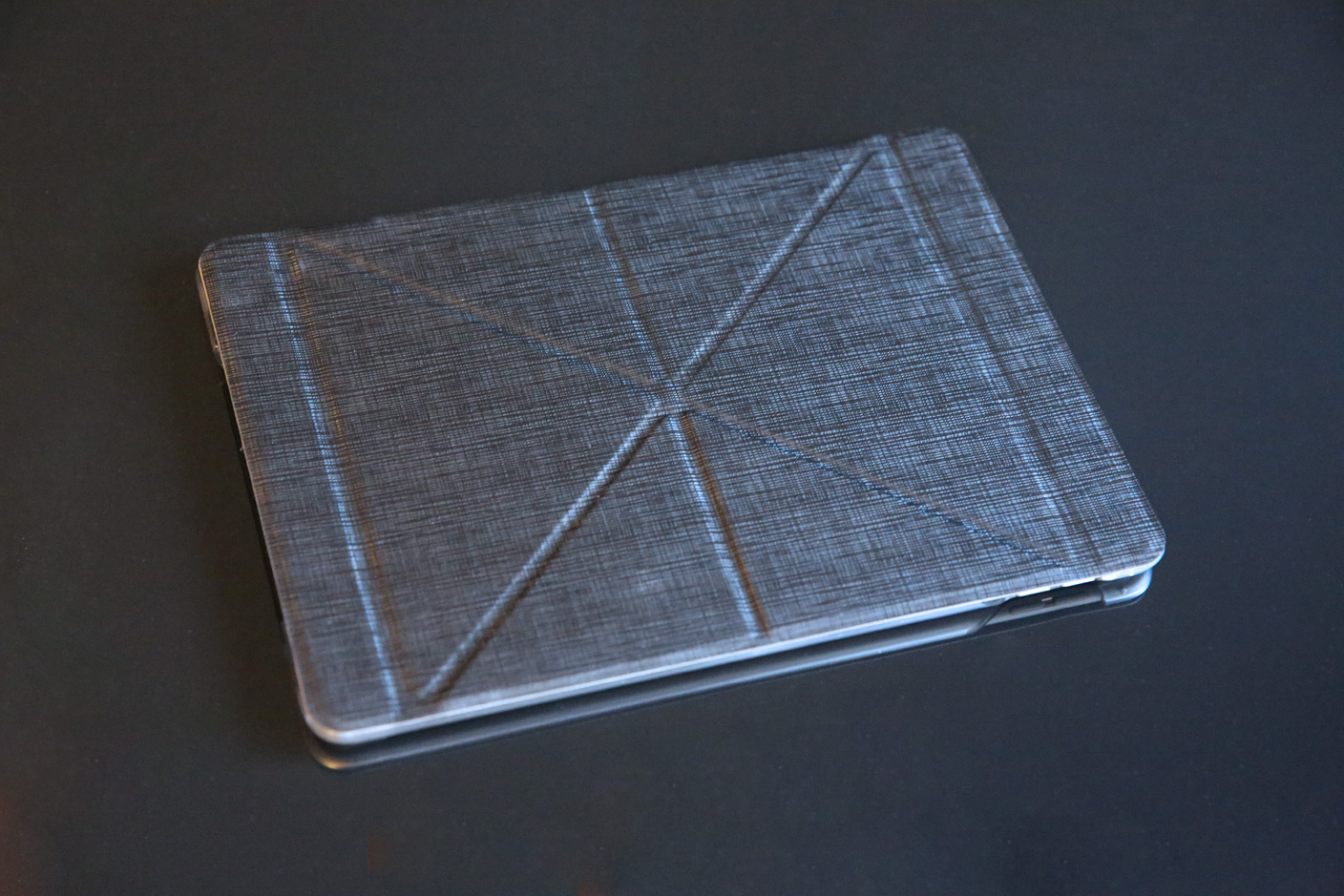 quality design b1d8c dc6d9 Review: Moshi's VersaCover for iPad Air 2 uses pyramid power to prop ...