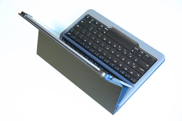 ankerair2keyboardcase-1