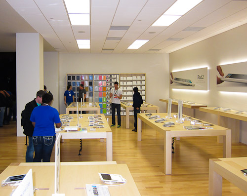 inside-apple-pop-up-austin