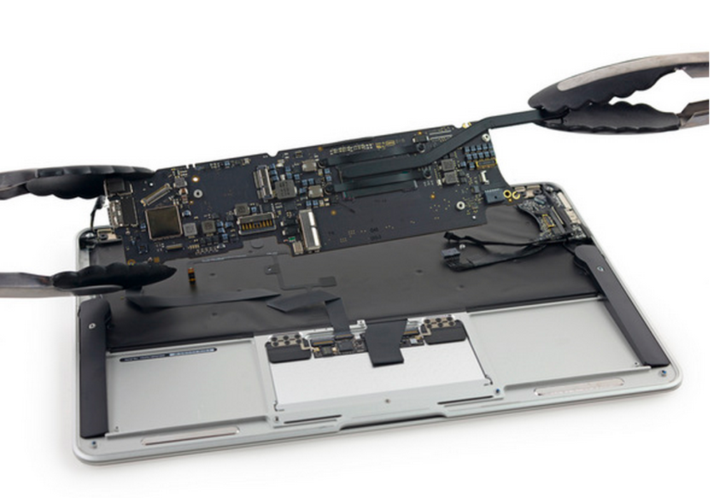 iFixit dismantles the early 2015 MacBook Airs, finds small