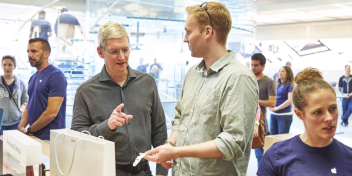 Tim Cook Apple Watch Apple Store
