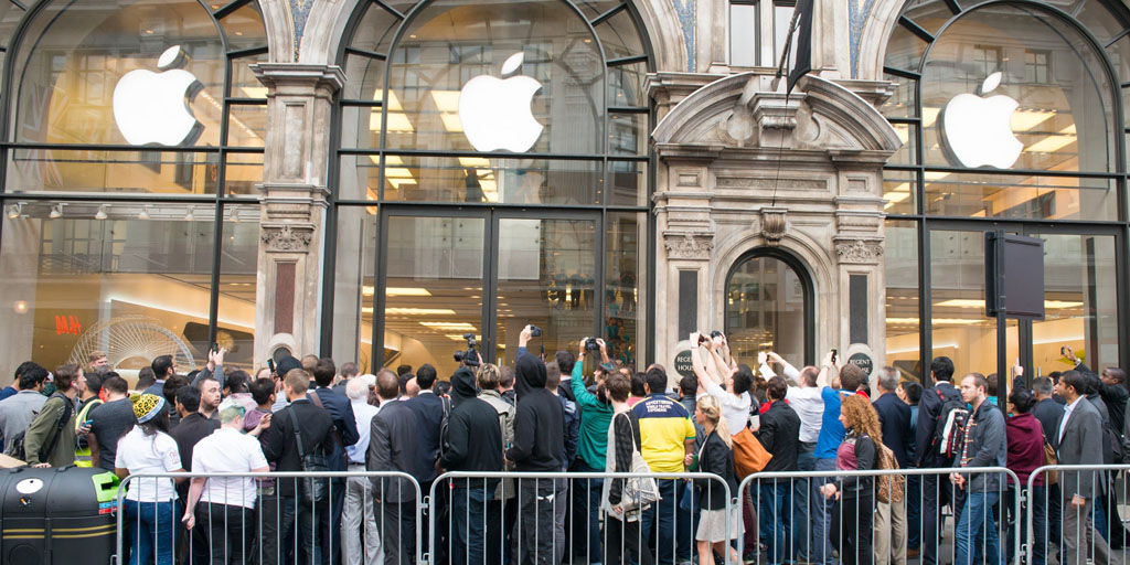 19 Sep 2014, London, England, UK --- London, United Kingdom. 19th September 2014 -- Hundreds of people queue in front of Apple store on Regent's street to buy the brand's new smartphone, the iPhone 6, London, UK. -- Thousands of fans have been queuing overnight near the Apple story in London to get their hands on brand's latest product, the iPhone 6, which is available in the UK from September 19. Zoltan Wiettchen from Hungary was the first to buy the product. --- Image by © Michael Tubi/Demotix/Corbis