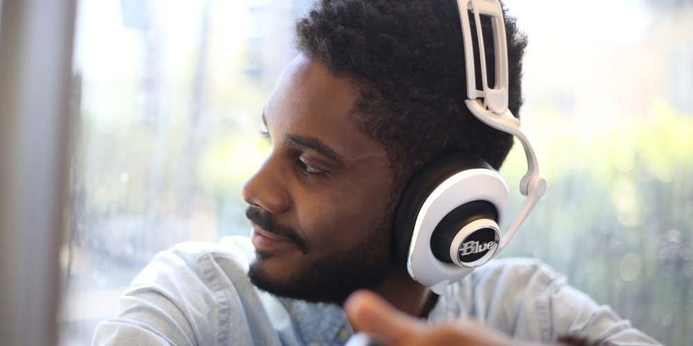 blue-lola-white-headphones