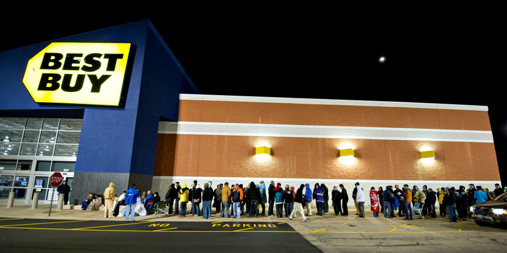 Shoppers wait in line outside a Best Buy Co. store prior to the store's midnight opening in Peoria, Illinois, U.S., on Thursday, Nov. 22, 2012. Discount store shoppers are prepared to wait in long lines on Black Friday, though they are skeptical about whether they'll get the best deals of the season. Photographer: Daniel Acker/Bloomberg via Getty Images