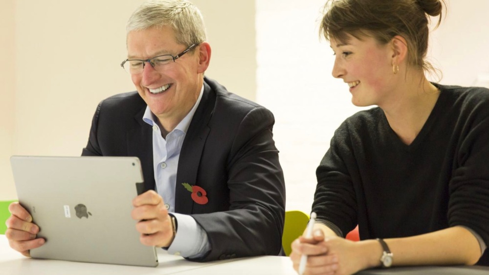 Tim Cook iPad Pro 16-9