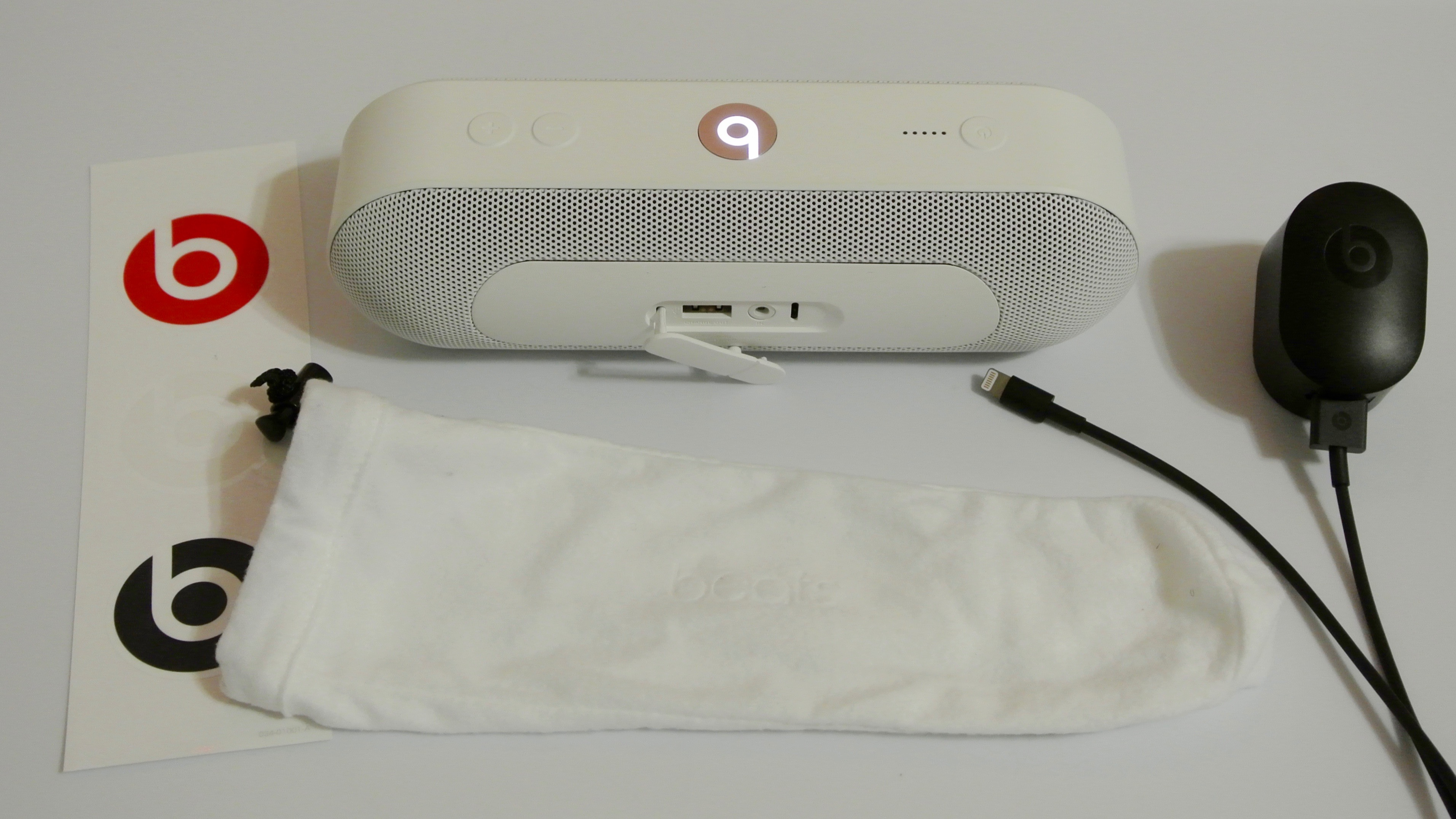Beats Pill+ accessories