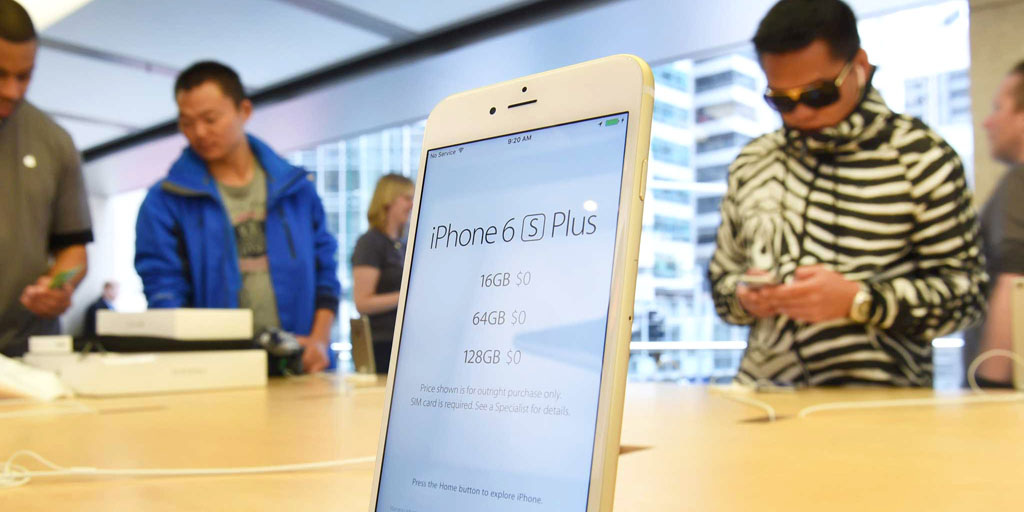 The new Apple iPhone 6s Plus is displayed as it goes on sale in Sydney on September 25, 2015. Apple launched the new iPhone 6s and iPhone 6s Plus on September 25 featuring 3D touch screen technology. AFP PHOTO / William WEST (Photo credit should read WILLIAM WEST/AFP/Getty Images)