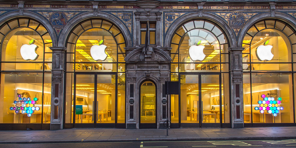 LONDON, ENGLAND - APRIL 22: A general view of Apples' Regent St store on Earth Day at Regent Street on April 22, 2015 in London, England. (Photo by Ben A. Pruchnie/Getty Images for Apple)