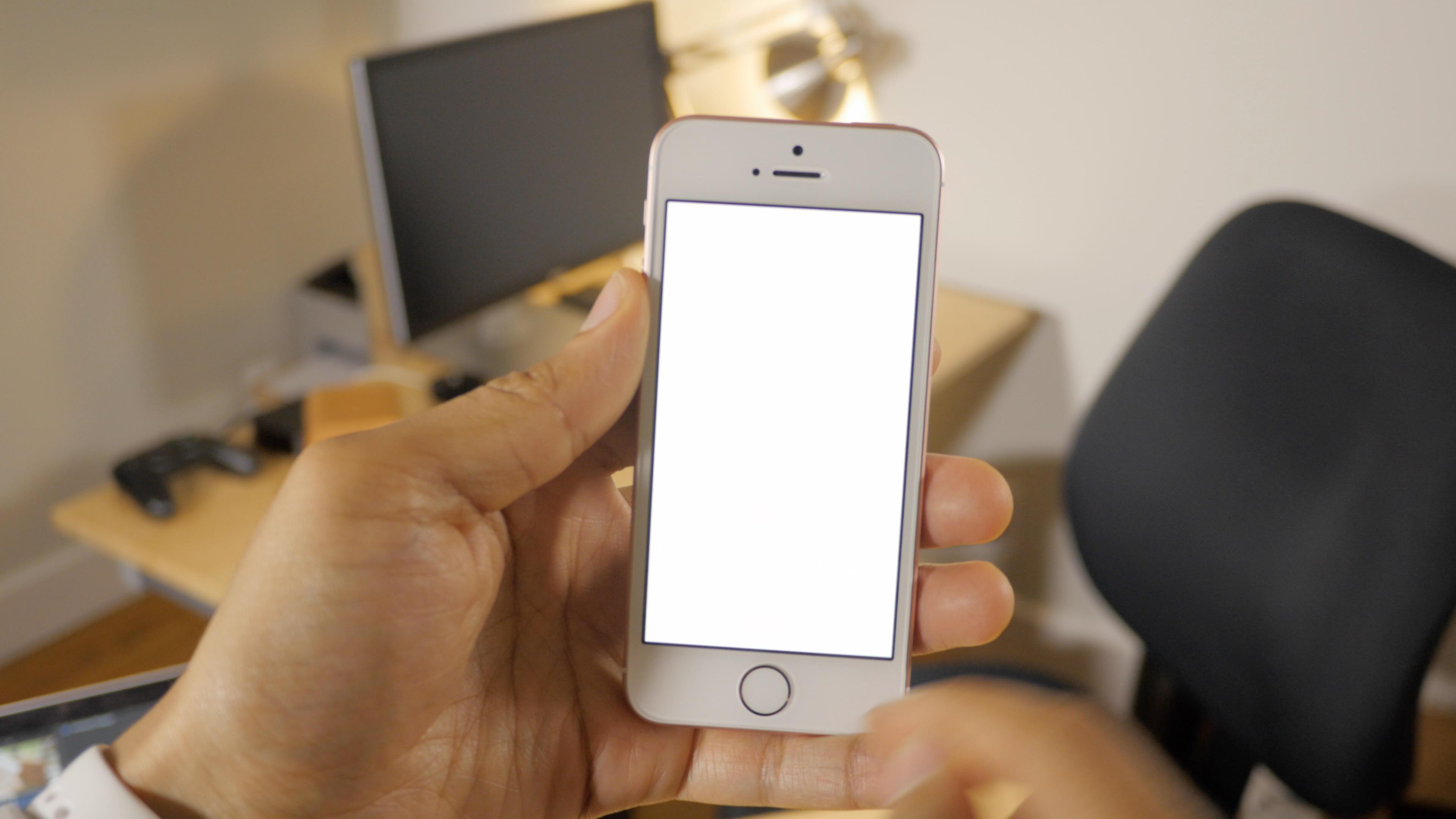 iPhone SE Retina Flash
