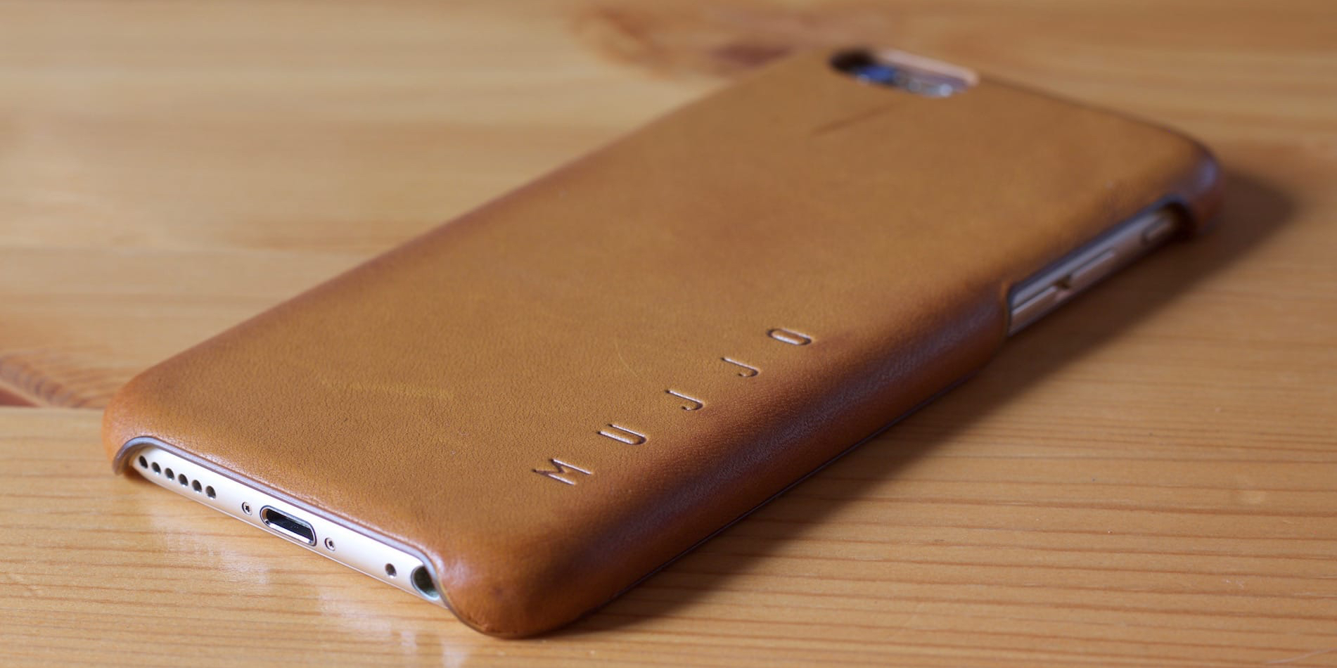 Mujjo Leather Case in Tan for iPhone 6 Featured Image