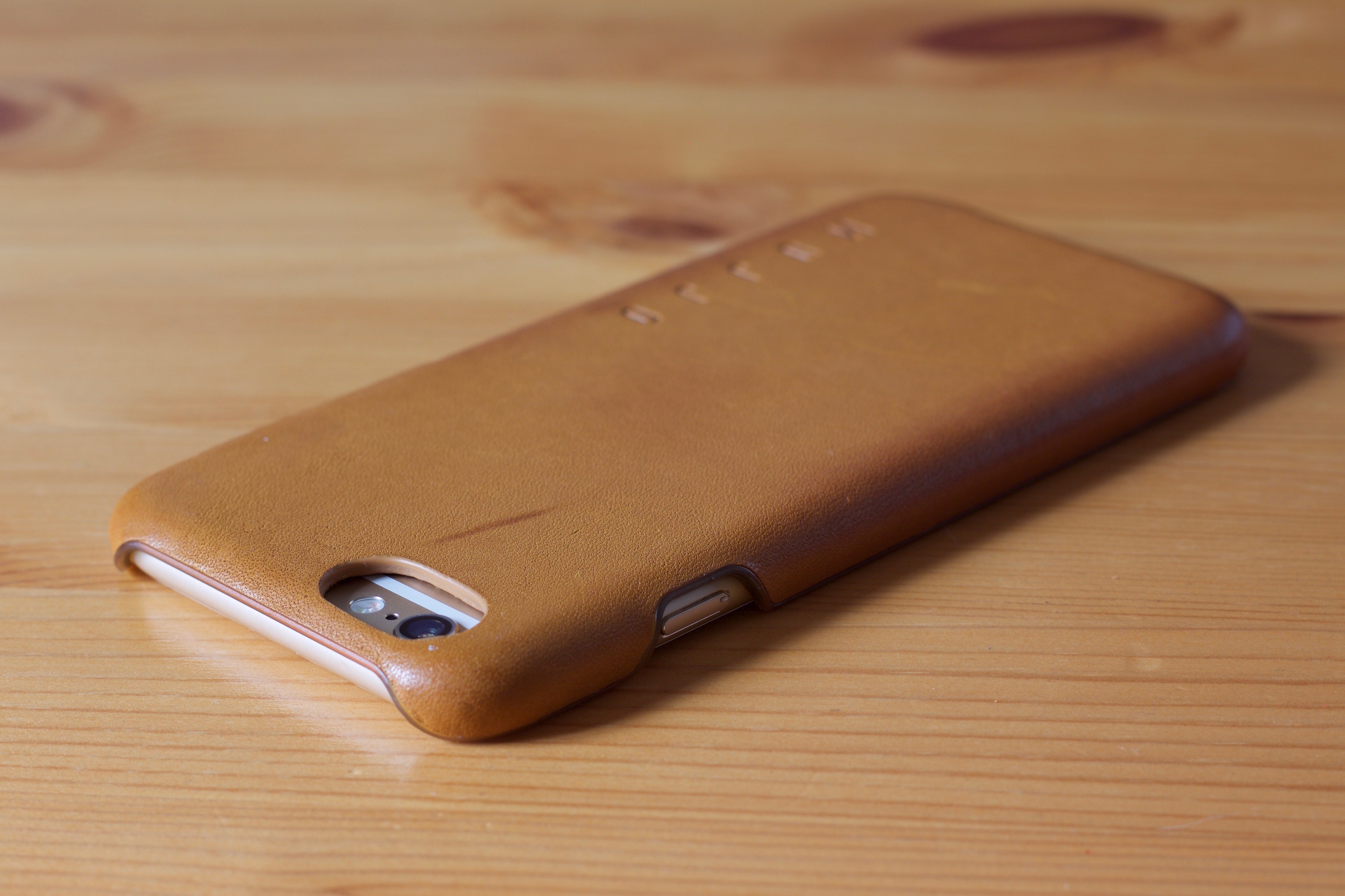 Mujjo Leather Case in Tan with an iPhone 6 inside top left angle