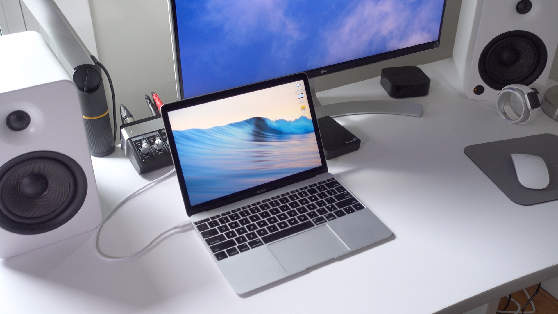 LG 4K MacBook