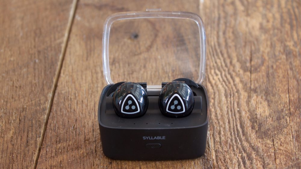 Syllable D900s in charging case