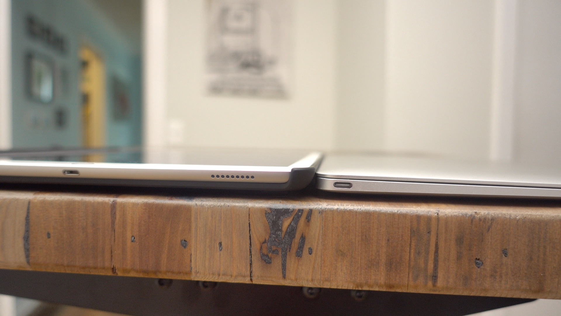 MacBook vs iPad Razer