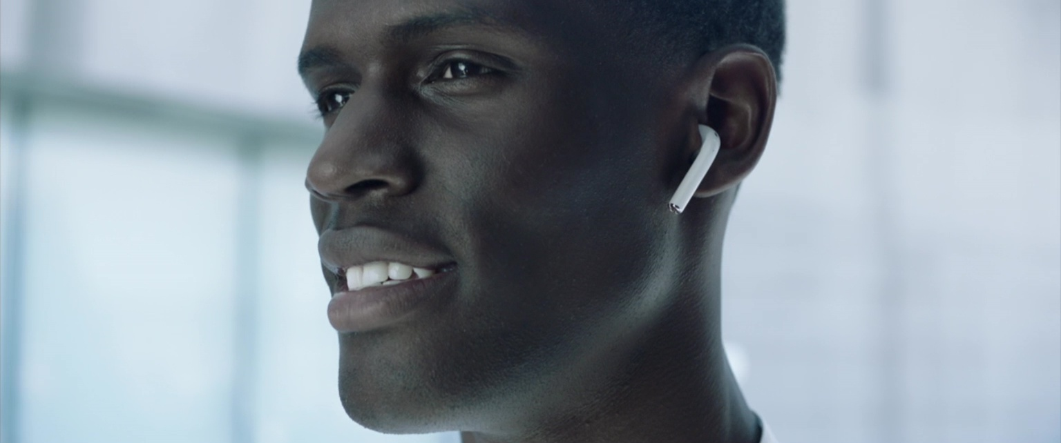apple-september-2016-event-airpods_11