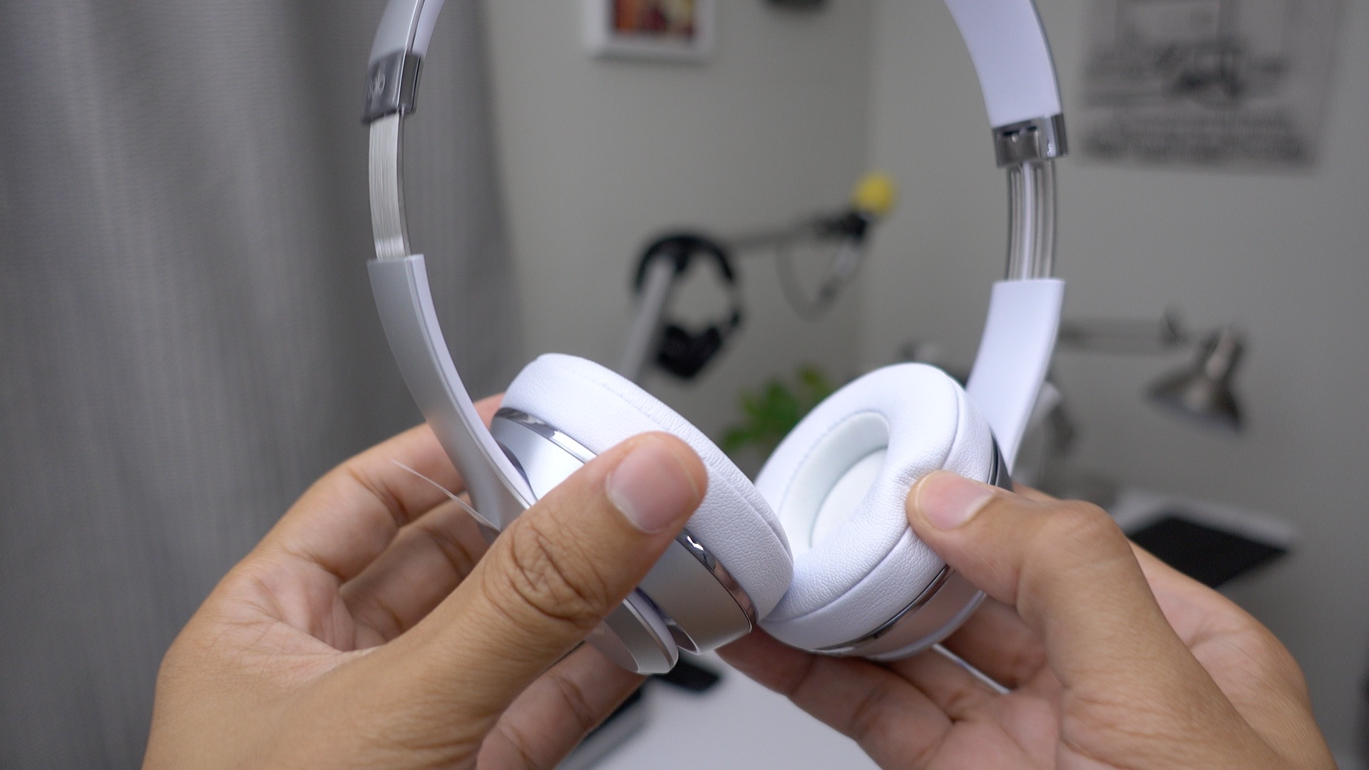 How to connect beats wireless earbuds to phone