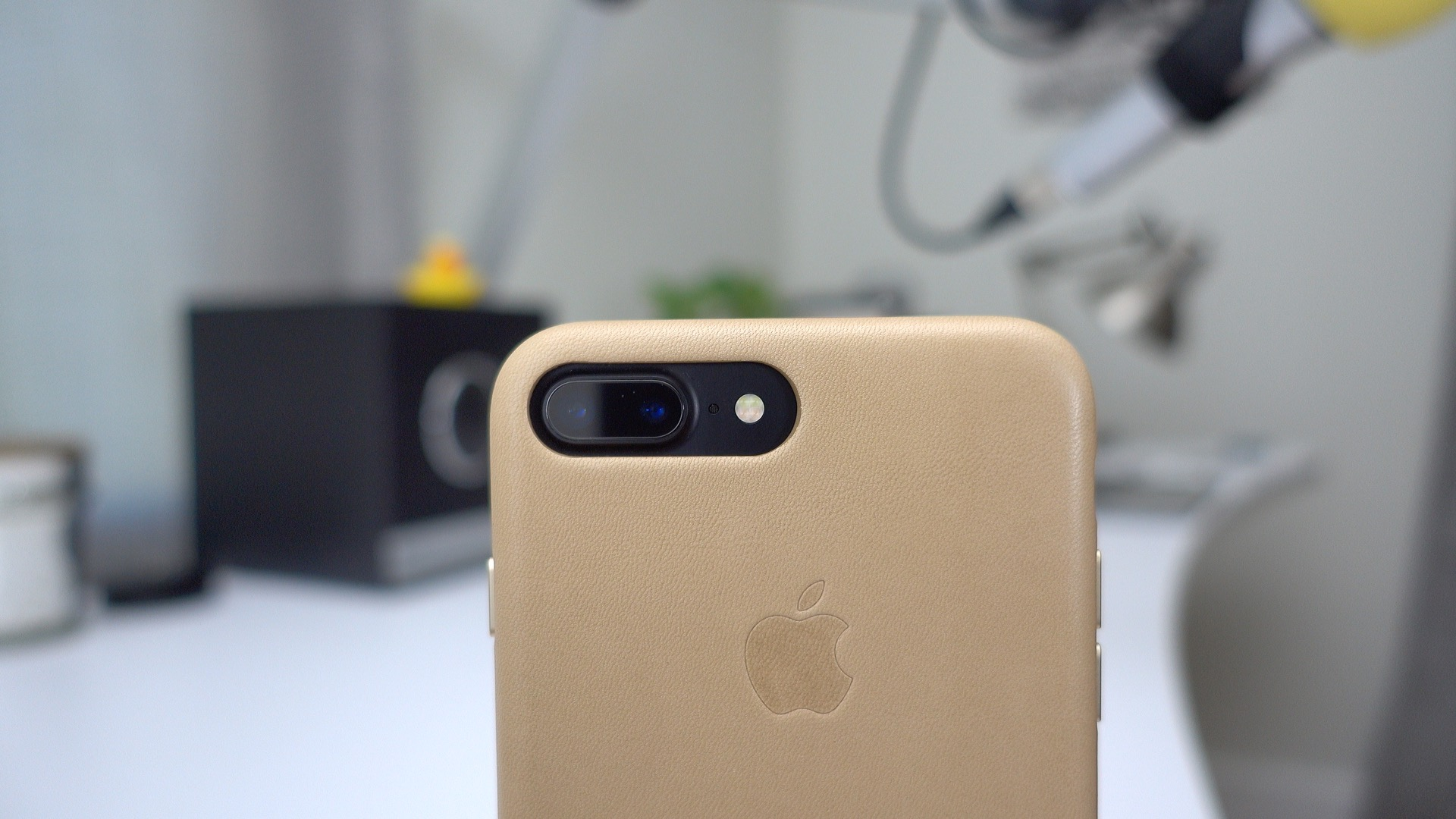Hands On Apple S Slightly Redesigned Iphone 7 Leather Case Is A Big