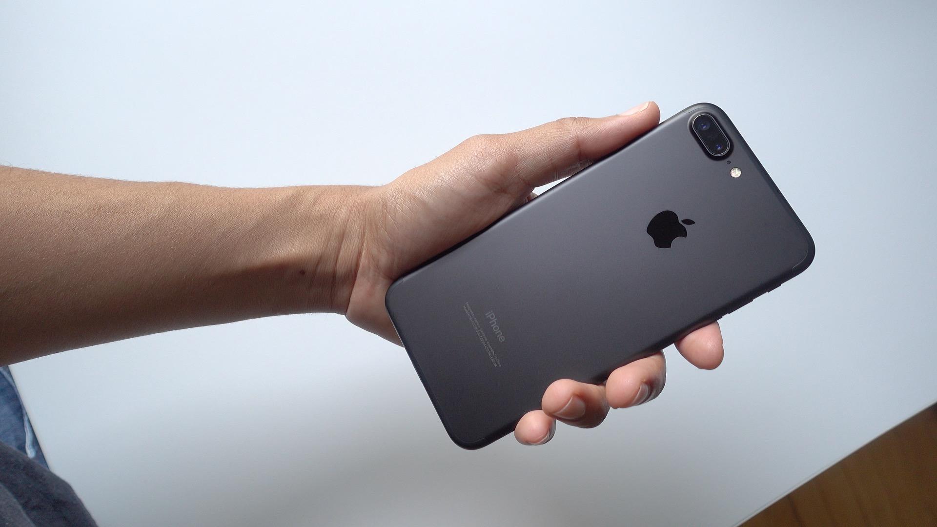 iphone 7 plus silver vs black