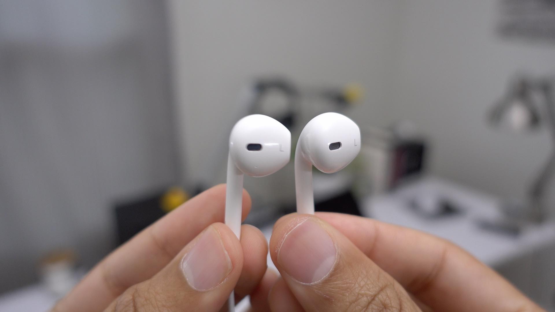lightning-earpods-vs-3-5mm-earpods-iphone-7