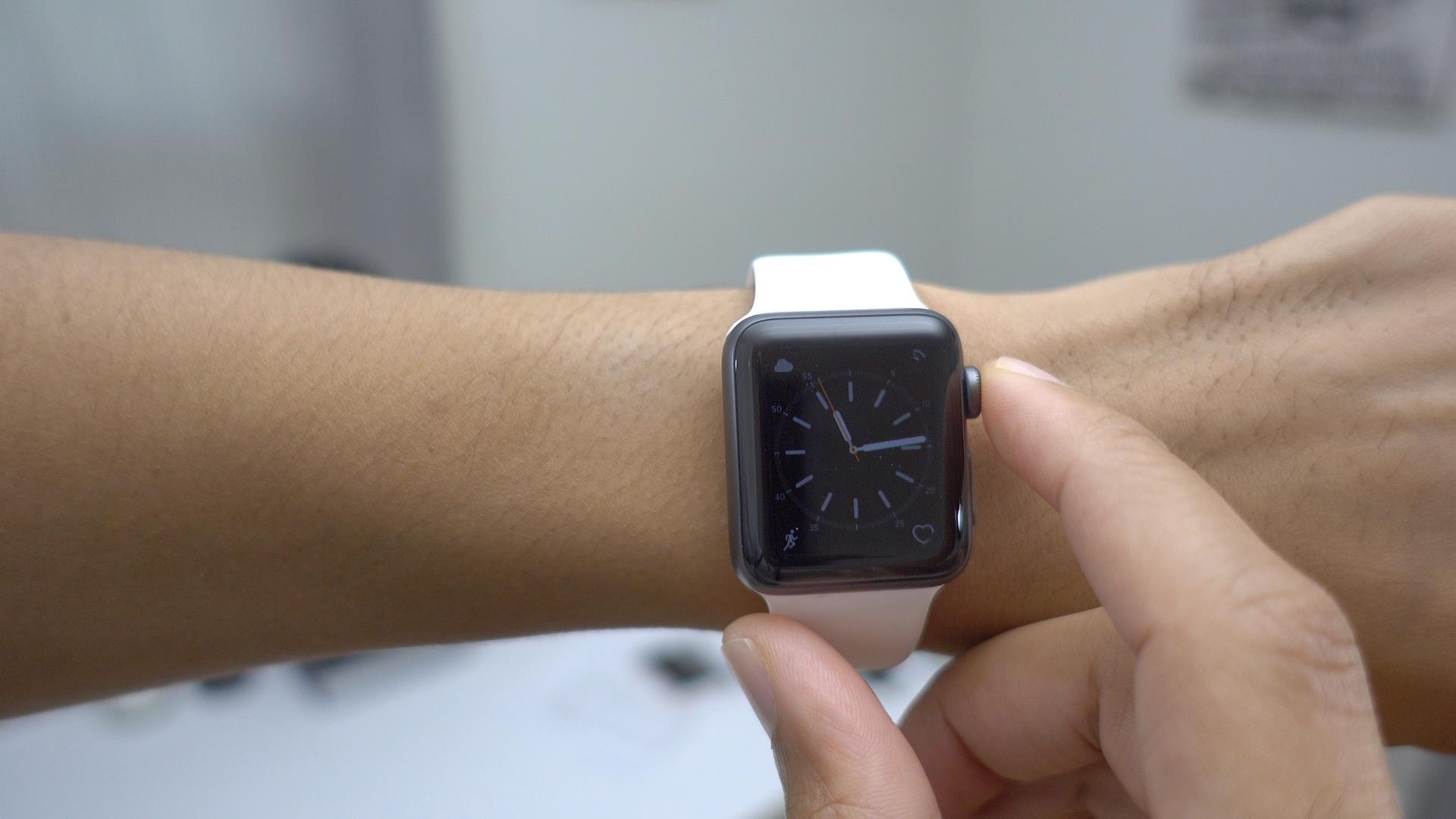 wake-screen-on-crown-up-watchos-3-apple-watch-series-1-and-apple-watch-series-2