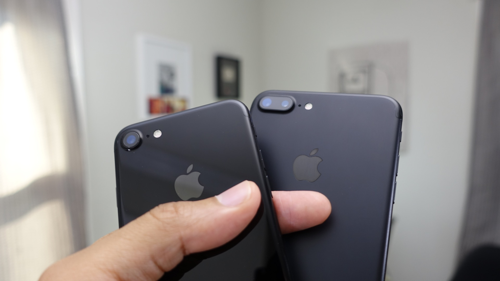 which-iphone-7-should-i-buy-black-or-jet-black