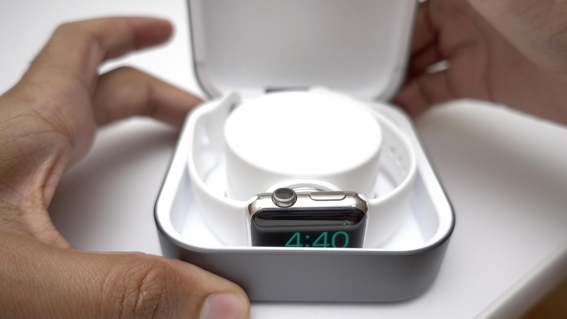 amber-apple-watch-open-lid