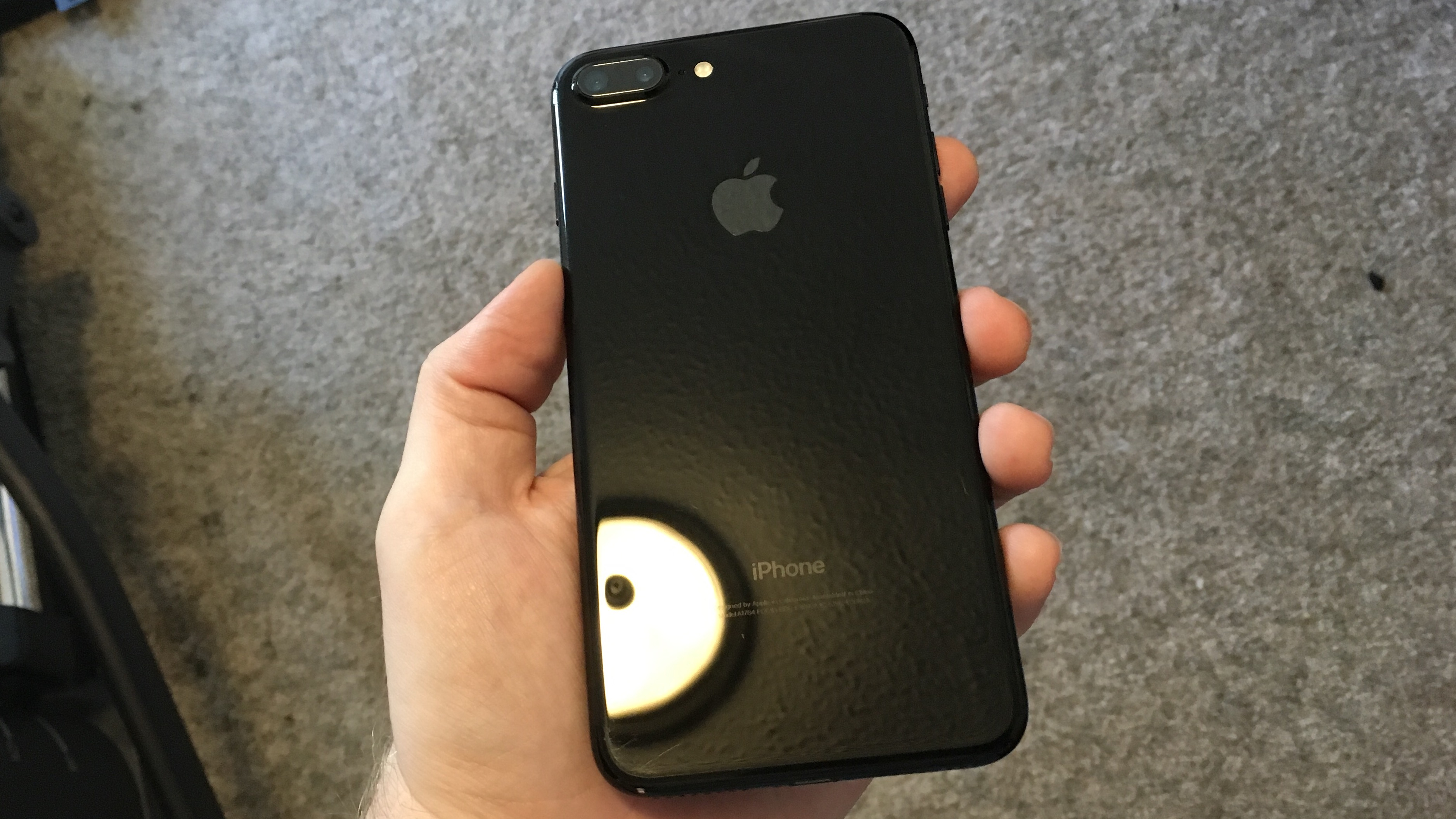 new concept 361d2 f3166 Here's how the jet black iPhone 7 finish holds up without a case ...