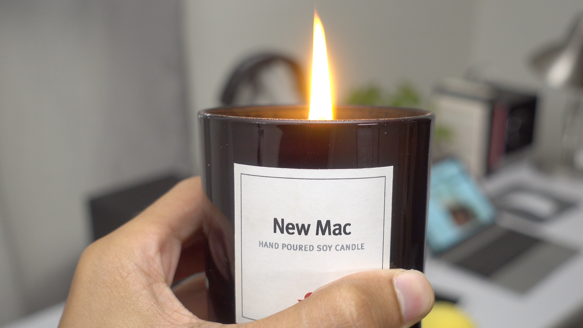 twelve-south-new-mac-candle-burning-2