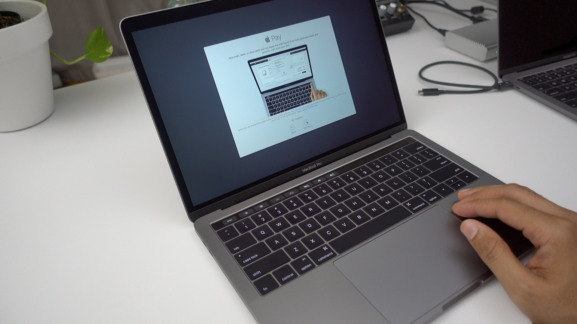 apple-pay-macbook-pro