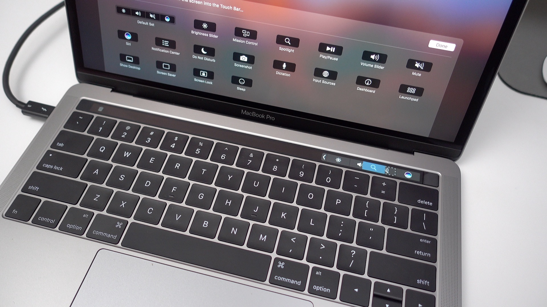 15 Touch Bar tips and tricks for the new MacBook Pro [Video