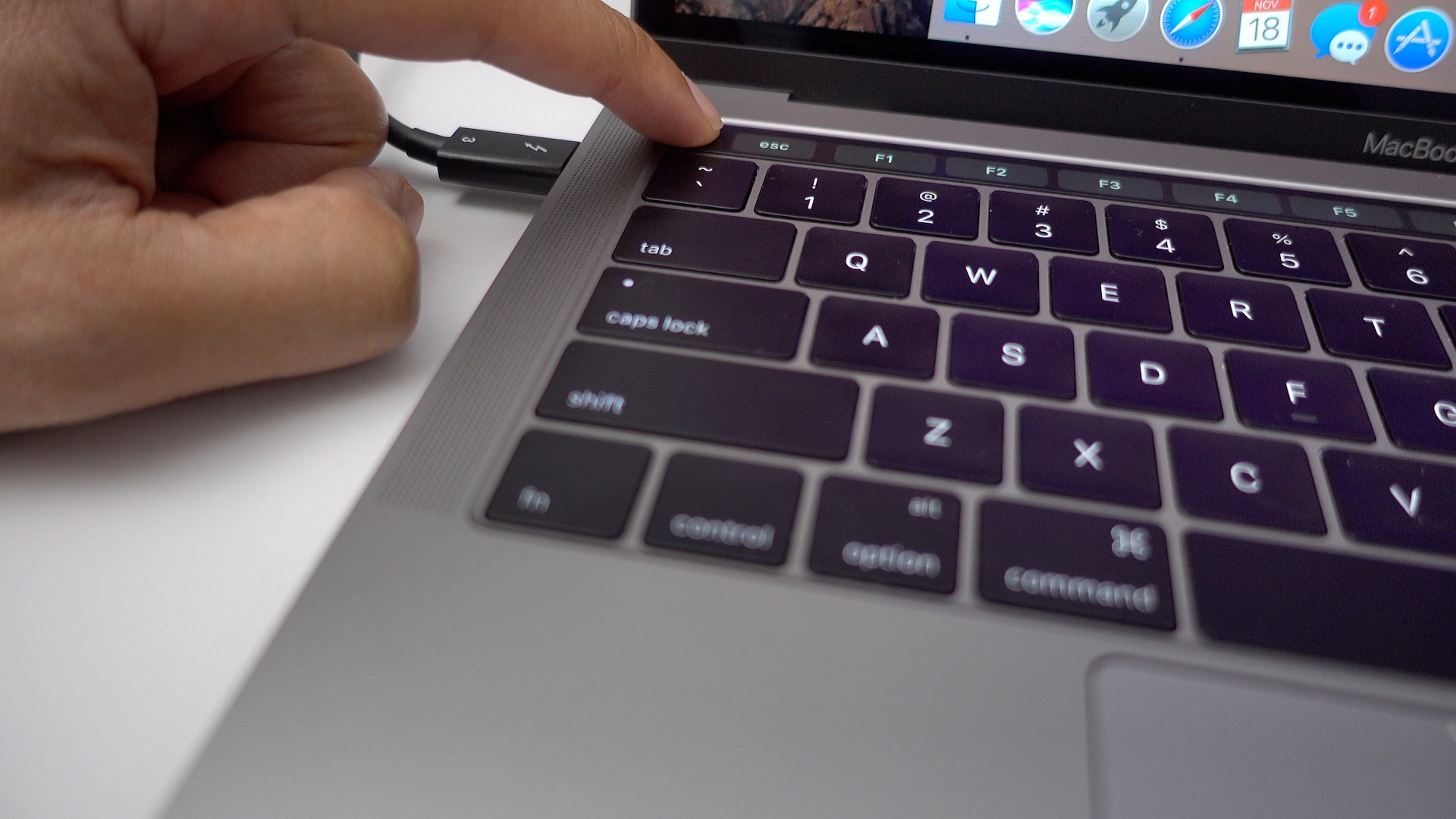 15 Touch Bar tips and tricks for the new MacBook Pro [Video]